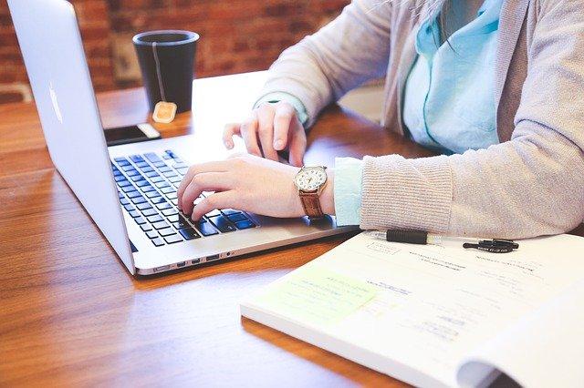Własny biznes w internecie – najnowsze trendy pracy zdalnej